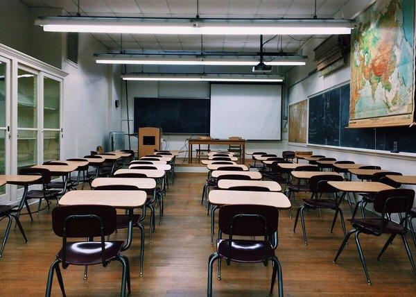 公立学校の休校延期について